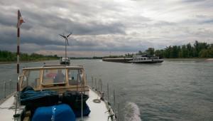 Rhein mit Schiffverkehr