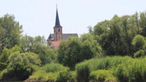 Kirchturm an Turm