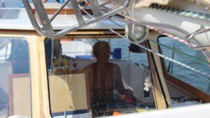 Skipperin konzentriert