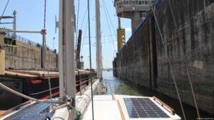 oh die Schleusenausfahrt - passt es mit 3 Schiffen nebeneinander