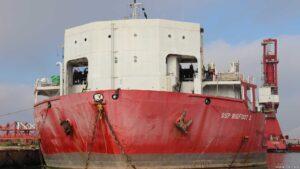Hochsee Supertanker am Morgen neben uns ...