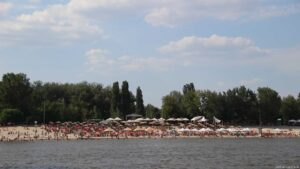 Novi Sad Hafeneinfahrt mit Badestrand