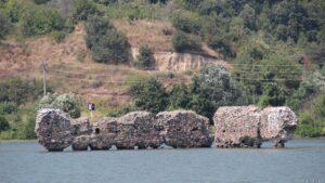 Überflutete Mauer Donau