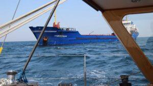 Wind 28kn ... Slalom zwischen den Booten