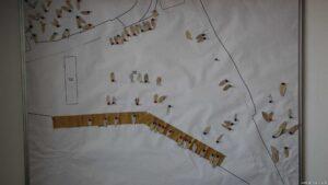 Hafenplan mit Papierschiffchen