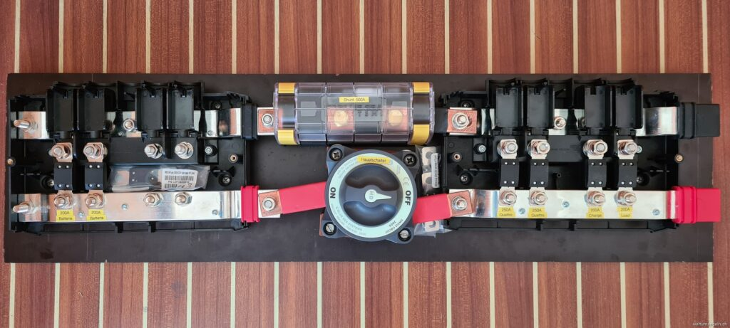 Victron Battery Busbar, Shunt, Mainswitch, Load, Charge Busbar